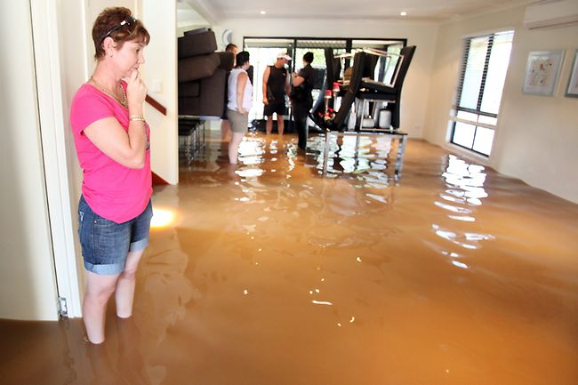How to dry out a flooded room