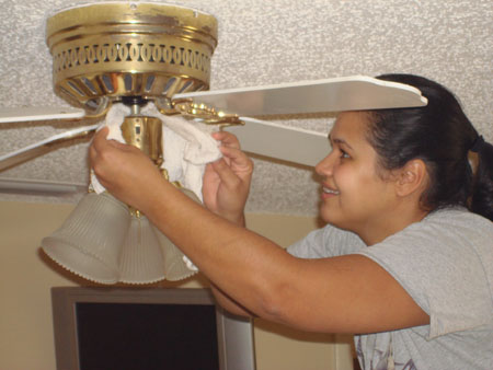 How To Clean Your Ceiling Fan In 5 Simple Steps